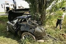 Jaguár byl po nehodě zcela zdemolován. 15.6. 2009