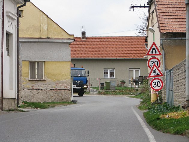Nebezpečné místo před demolicí domu