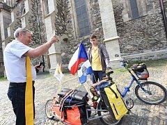 Cestu odvážného cyklisty požehnal farář a bývalý pedagog Jan Halama.