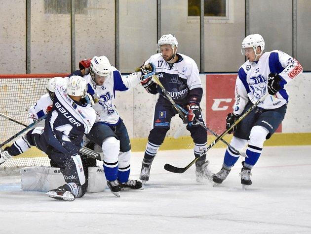 Hokejisté Kolína (v bílém) prohráli v Trutnově 3:6.