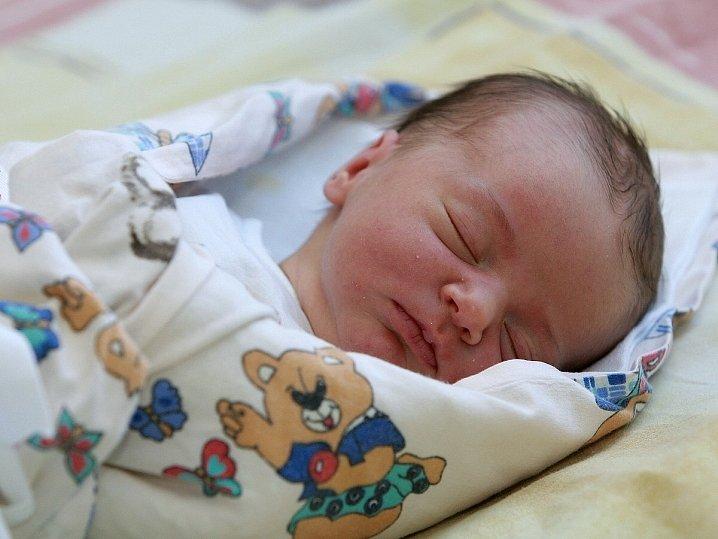 Nela Hyšplerová se narodila 12. října v Kolíně. Vážila 3350 gramů a měřila 53 centimetrů. Doma v Plaňanech  ji přivítá sedmiletá sestřička Deniska, maminka Radka a tatínek Josef.