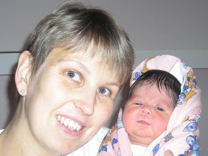 Anna Sluková se narodila 14. října v Kolíně. Vážila 3220 gramů a měřila 52 centimetrů. Doma v Plaňanech ji přivítá bráška Aleš, maminka Marcela a tatínek Aleš.