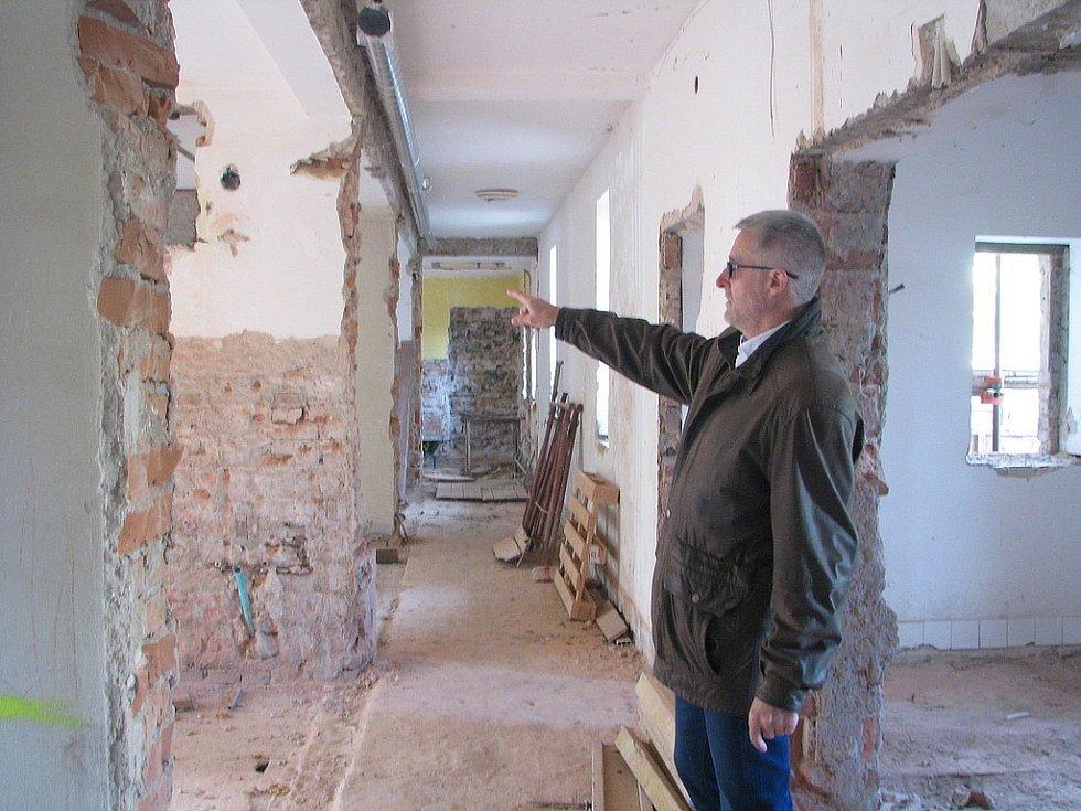 Rekonstrukce bývalé nemocniční svobodárny v Kolíně, listopad 2016