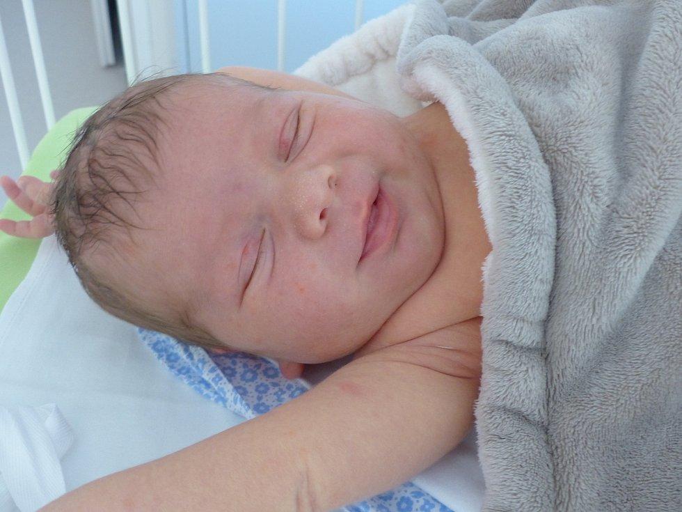 Tomáš Uchytil se narodil 6. září 2021 v kolínské porodnici, vážil 4480 g a měřil 53 cm. Ve Starém Kolíně ho přivítali sourozenci Martin (19), Vlastík  (2) a rodiče Pavlína a Vlastimil.