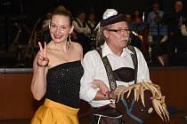 Umělecké i nasmažené bavorské vdolečky se staly půlnočním překvapením pátečního plesu kolínských rybářů.
