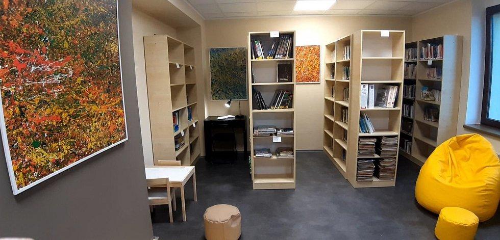 Zrekonstruovaná knihovna v Doubravčicích.