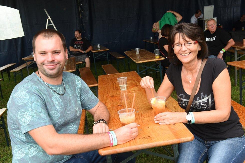 Tradiční festival Dožínky se přestěhoval zdoposud vyzkoušeného a osvědčeného areálu Motela U Jezera na fotbalové hřiště.