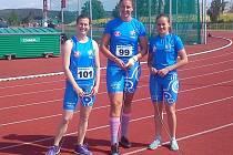 Kolínským ženám se v nových dresech v extralize dařilo. Kladivářky Klára Tučková (zleva), Kateřina Šafránková a Markéta Hartmanová vybojovaly hned v úvodní disciplíně 15 bodů.
