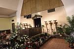Poslední rozloučení ve smuteční síni na hřbitově v Kolíně