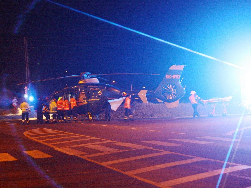 Ženu srazilo na přechodu auto