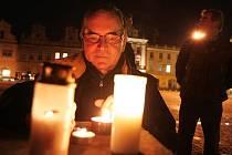Večer 17. listopadu na Karlově náměstí v Kolíně