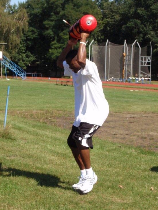Z prvního tréninku kolínských basketbalistů na atletickém stadionu Mirka Tučka v pondělí 18. srpna 2008.