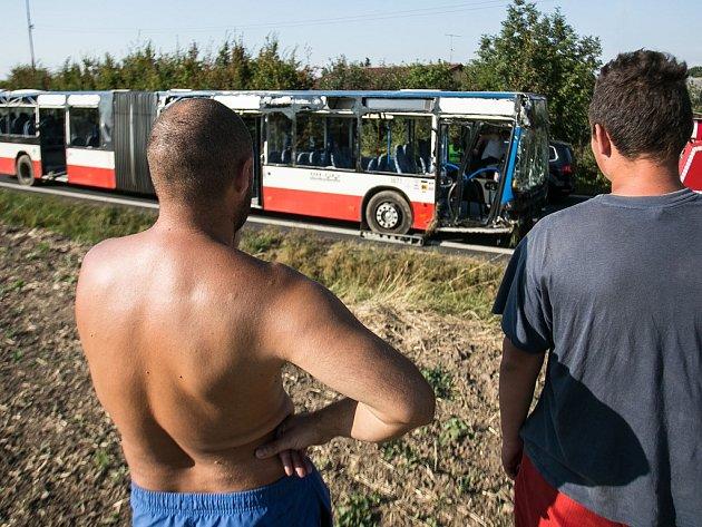 Nehoda autobusu v Doubravčanech.