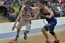 Z utkání BC Geosan Kolín - Prostějov (60:71).