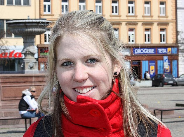 Kateřina Janovská, Kolín, 24 let: Asi ano, minutou ticha. Je to taková slušnost. Dění jsem pečlivě sledovala.