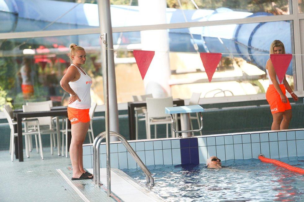Ve vnitřním bazénu aquaparku Vodní svět v Kolíně.
