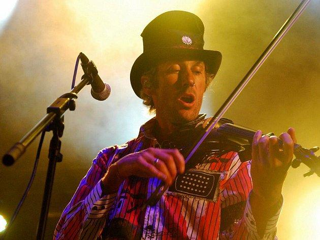 Tradiční jednodenní hudební festival Ouvalskej bigbít se konal tuto sobotu v Úvalech u Prahy