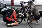Již po sedmé vyrazili v sobotu odpoledne z náměstí v Kostelci cyklisté na letošní poslední projíždku symbolicky nazvanou kolovětrání.