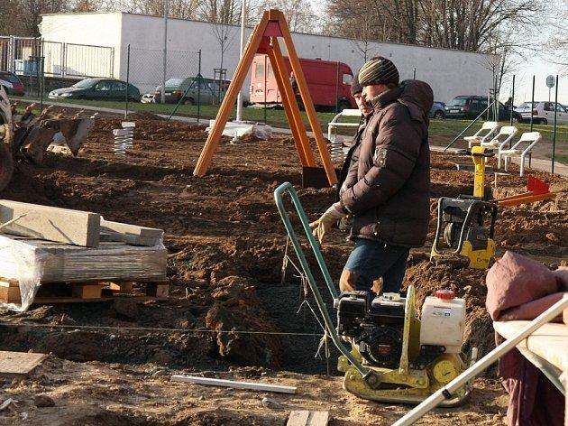 Postup prací při budování centrálního dětského hřiště v Kolíně