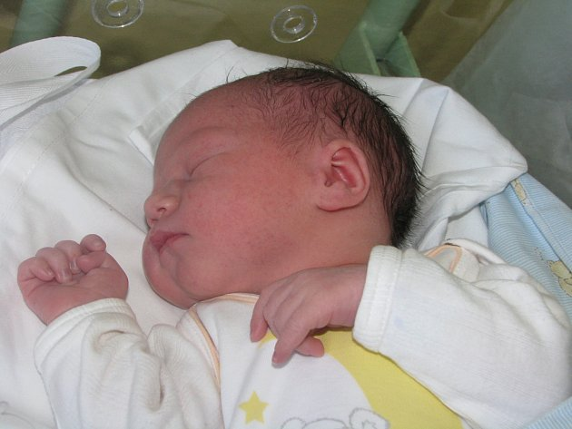 František Suchánek se narodil 21. dubna 2016 mamince Barboře a tatínkovi Františkovi. Po porodu měřil 52 centimetry a vážil 3270 gramů. Dětským světem ho doma ve Třech Dvorech provede dvouapůlletá sestřička Evička.