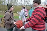Dobrovolníci čistili řeku Sázavu.