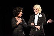 Městským divadlem zněly písničky Edith Piaf a Marléne Dietrich