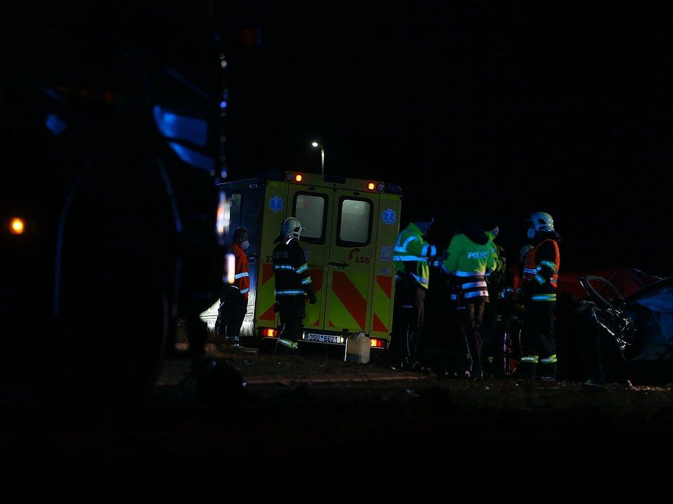 Smrtelná dopravní nehoda na kruhovém objezdu u Ovčár.