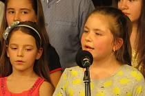 Žáci ze Čtyřky nacvičili Veselé písničky