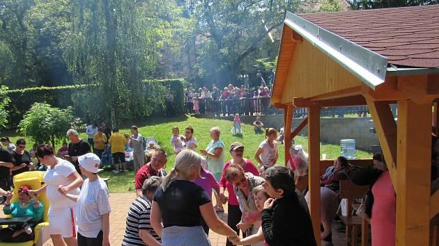Domov Na Hrádku tradičně uspořádal den otevřených dveří, který spojil i s oslavou dětského dne.