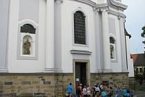 Kostel sv. Gotharda v Českém Brodě. Archivní foto.