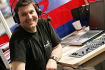 Český rozhlas Region vysílá z mobilního studia na Karlově náměstí v Kolíně