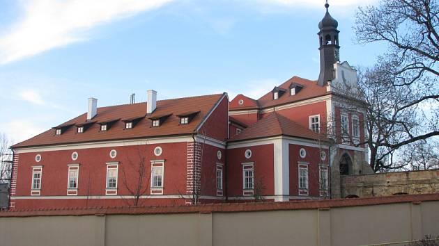 Rekonstrukce zámku ve Škvorci, 2015