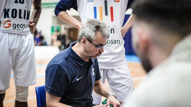 Z utkání 3. kola nadstavbové části BC Kolín - Brno (77:78).