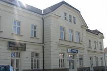 Ačkoli na železniční trati z Velimi do Poříčan leží i Pečky, tato stanice se aktuálně v rámci velké rekonstrukce opravovat nebude. Plánuje se jako samostatná akce.