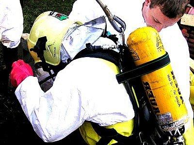 Záchranáři nasazují denně své životy. Některým lidem to zřejmě připadá jako dobrá zábava.