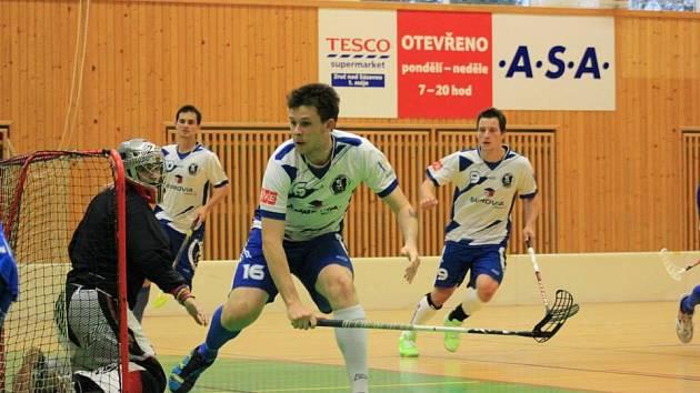 V popředí Martin Chyba, brankář Marek Cimpl, v pozadí Pavel Kubka a Lukáš Psota.