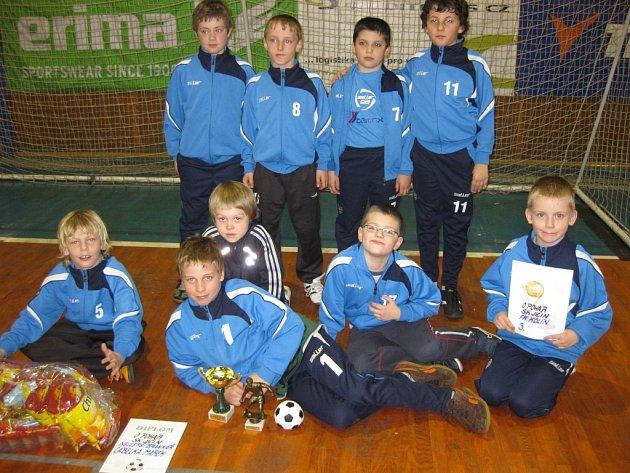 Mladí kolínští fotbalisté zakončili halovou sezonu na třetím místě.