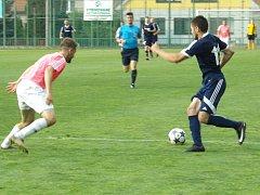 Z utkání I. A třídy Velim - Pěčice (1:0).