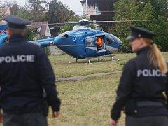 Muž spadl ze tří metrů, letěl k němu záchranářský vrtulník