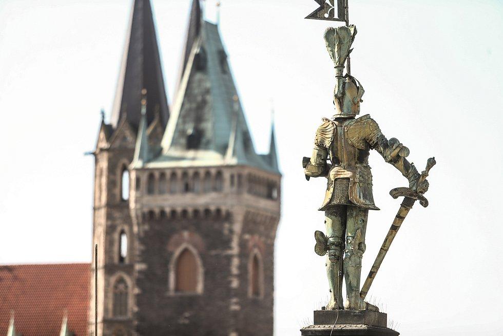 Radnice v Kolíně: výhled na rytíře.