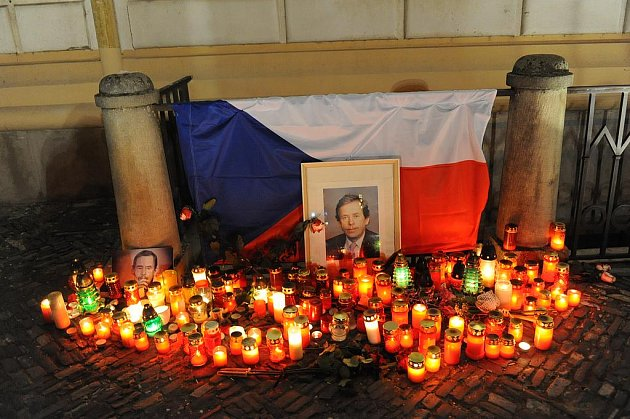 Svíčky u kolínské radnice
