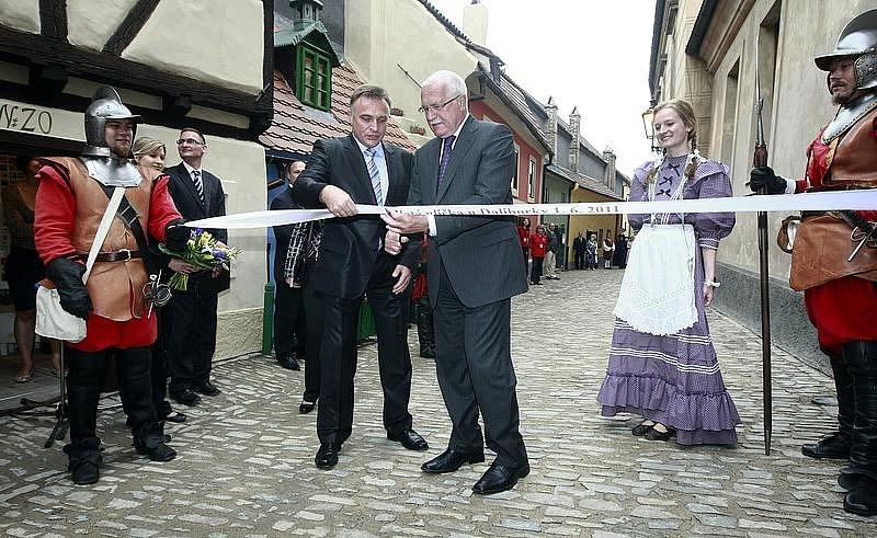 Páni z Kolína na slavnostním otevírání Zlaté uličky v Praze