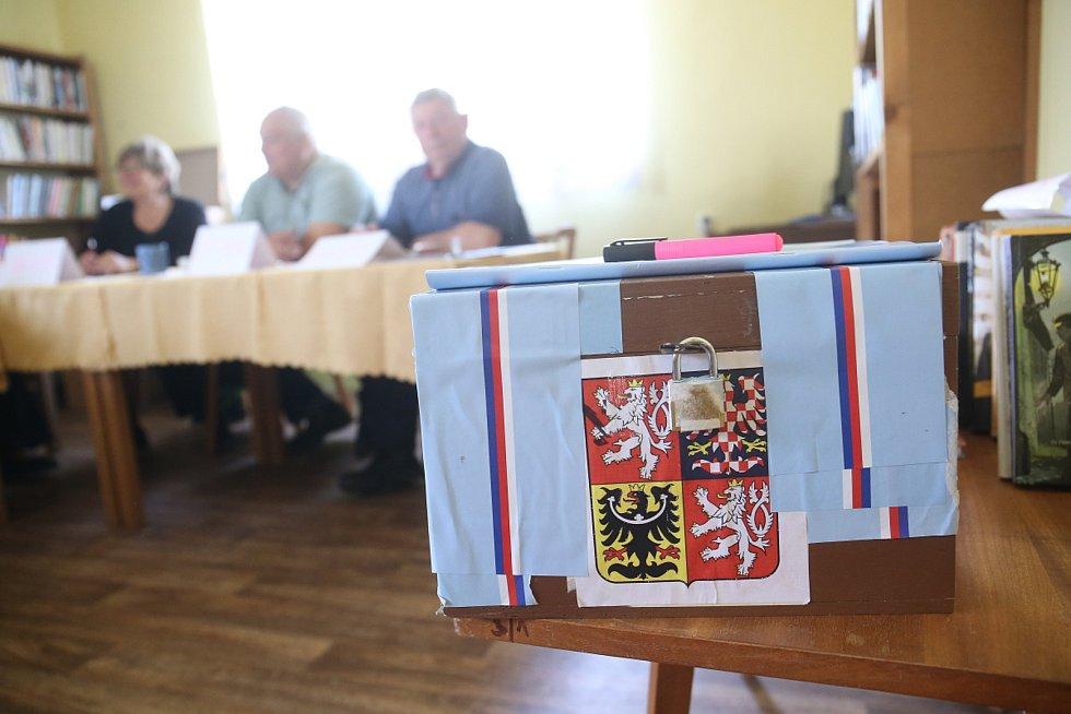 Volby do EP na Kolínsku, volební místnost ve Veltrubech