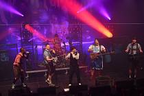 Rockové kapely Cocotte Minute a Trautenberk rozdováděly kulturák v Kolíně.