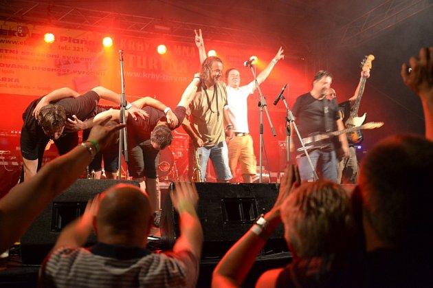 Tatecká fošna skončila vystoupením několika kapel.