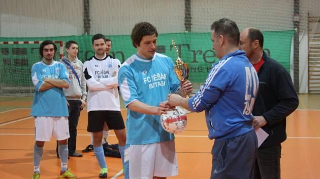 Z exhibičního utkání Věšák Butabi - Výběr ligy (5:3). Po skončení přišlo na řadu slavnostní vyhlášení výsledků.