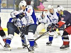 Hokejisté Kolína si proti David servisu České Budějovice s chutí zastříleli. Na domácím ledě je porazili přesvědčivě 7:2.
