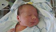 Adam Sabou se narodil 24. října 2016. Po porodu se chlubil mírami 53 centimetry a 3860 gramů. Maminka Eva, tatínek Vasile Adrian a dvouletá sestřička Maruška se zněho radují vKostelci n. Č. l.