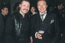 Zdeněk Hejduk se s Karlem Gottem vyfotografoval 11. března 2000.