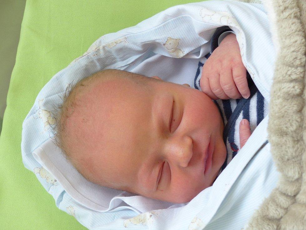Dávid Timko se narodil 2. prosince 2020 v kolínské porodnici, vážil 3450 g a měřil 49 cm. V Milovicích ho přivítala maminka Katarína a tatínek Igor.